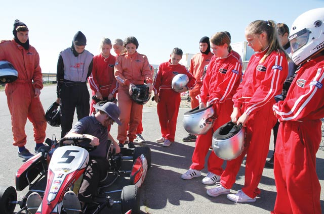 FastForward reports grouped around racing cart