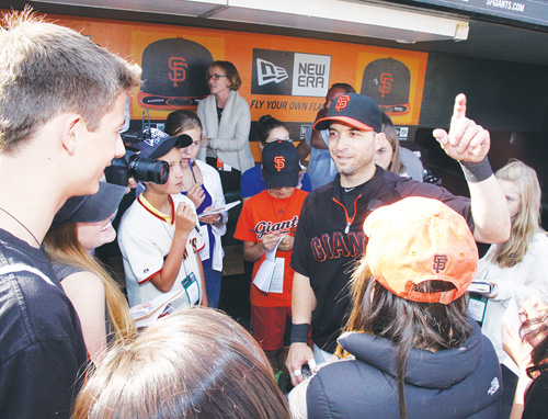 Image of our FastForwad reporters interviewing Marco Scutaro