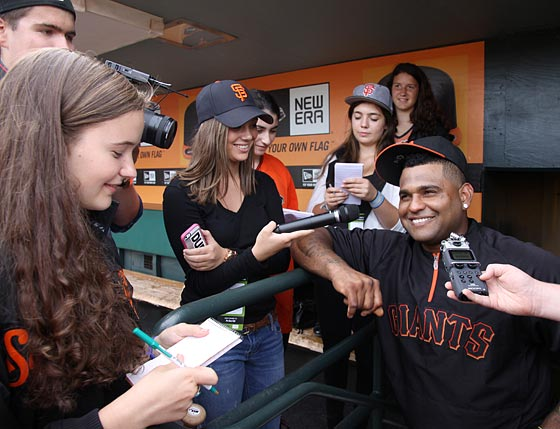 Image of the FastForward reporters speaking with Giants slugger Pablo Sandoval